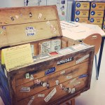 La boîte à livres, qui circule dans l'établissement et dans laquelle chacun est invité à piocher à l'envi ou déposer ses propres ouvrages.