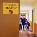 Nos jeunes élèves accueillent et guident les visiteurs.