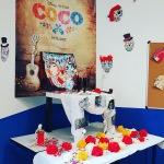 Autel haut en couleurs à la gloire de la Fête des Morts mexicaine réalisé en cours d'espagnol !